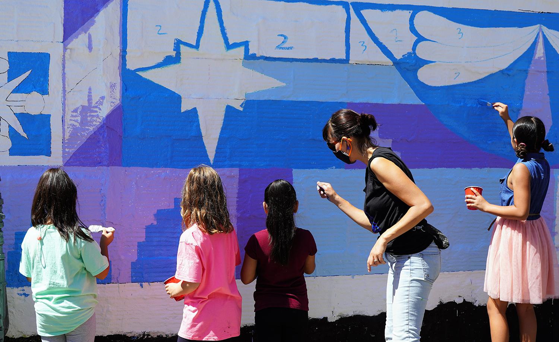 Aurora Gateway Unity Mural Volunteers with Laura Lynne